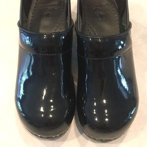 Dansko professional patten leather clog